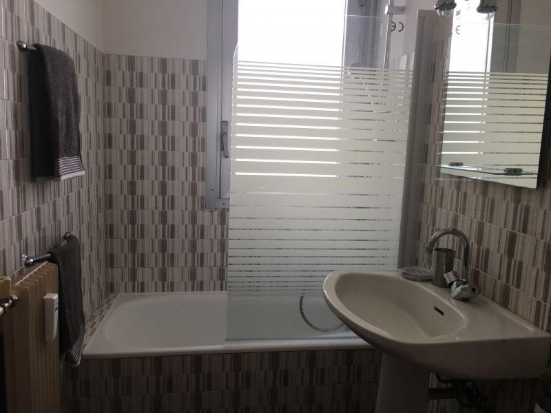 bathroom Location One-room apartment 35014 Nice