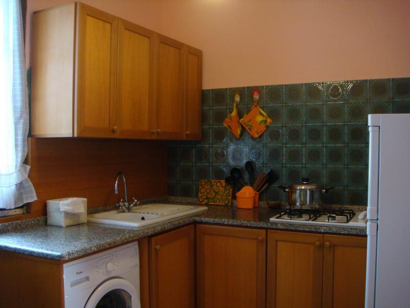 Open-plan kitchen Location House 36610 Sassari