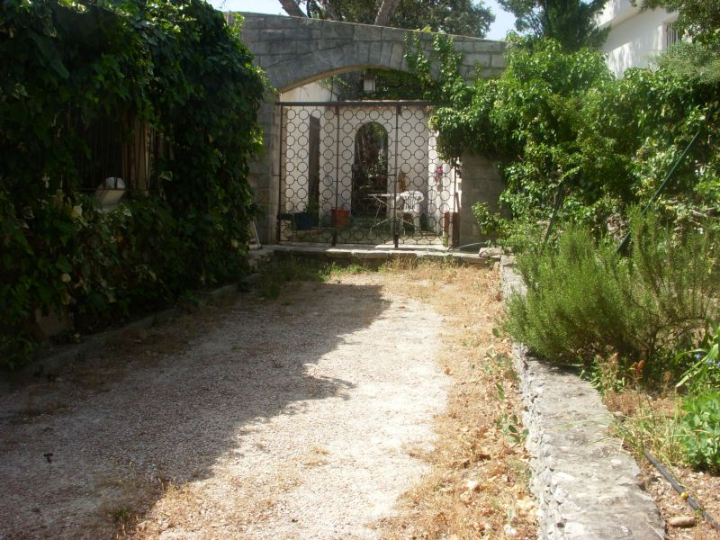 Hall Location One-room apartment 37722 Cassis