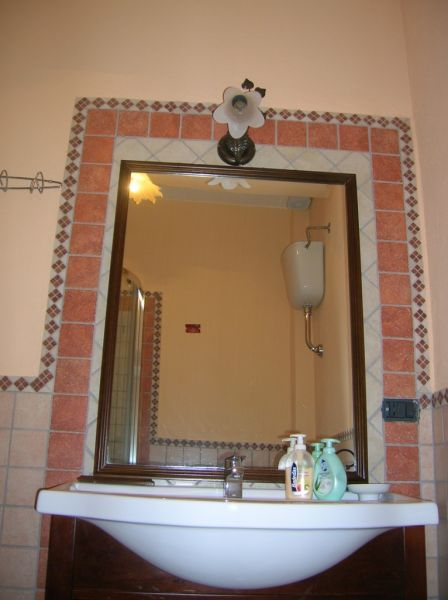 bathroom 1 Location Apartment 42309 Cardedu