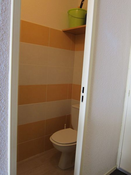 Bathroom w/toilet only Location Apartment 4386 Piau Engaly
