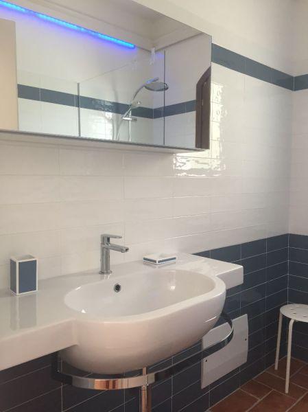 bathroom 1 Location Villa 44032 Stintino