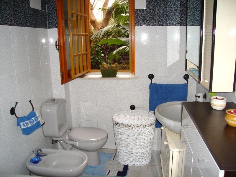 bathroom Location Apartment 45215 Acireale