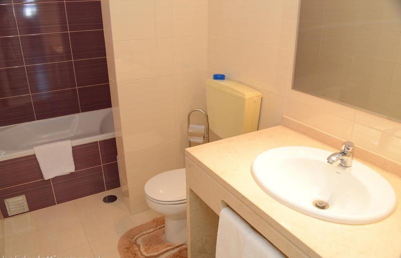 bathroom 1 Location Apartment 46539 Carvoeiro