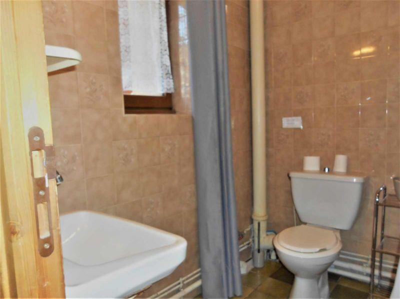 bathroom Location One-room apartment 491 Briançon