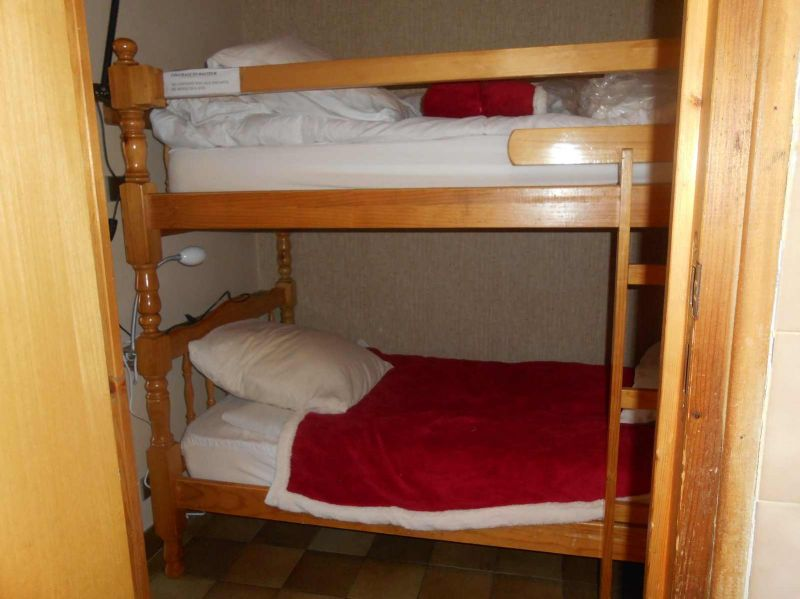 Open sleeping nook Location One-room apartment 491 Briançon