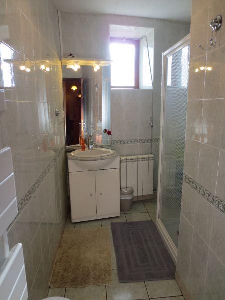 bathroom Location Vacation rental 51135 Saint-Cirq-Lapopie