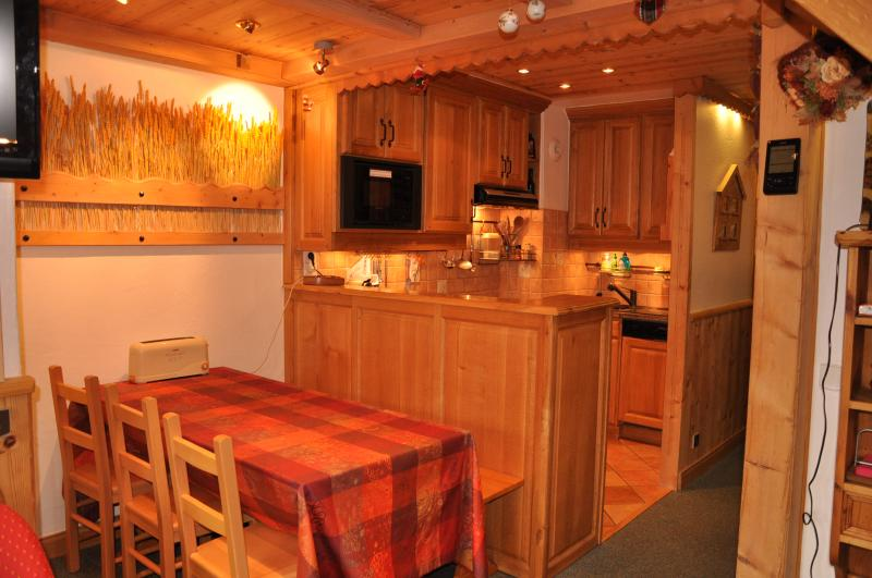 Open-plan kitchen Location Apartment 55934 Valmorel