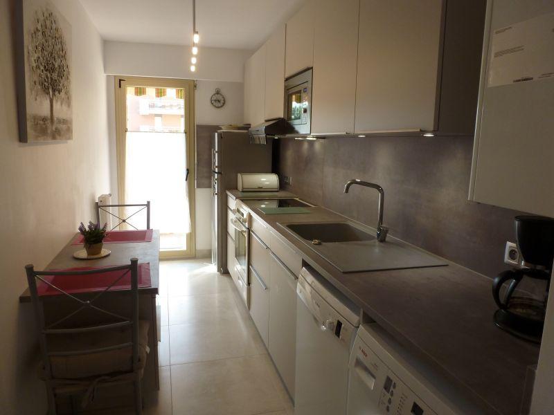 Separate kitchen Location Apartment 5623 Saint Raphael