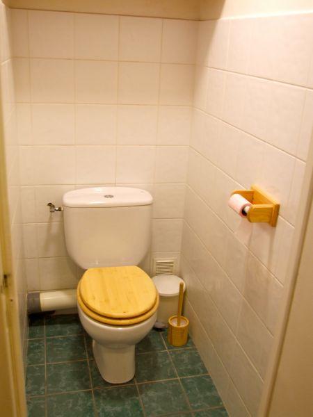 Bathroom w/toilet only Location Apartment 60012 Tignes