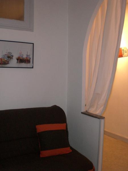 Open sleeping nook Location Apartment 61049 Menton