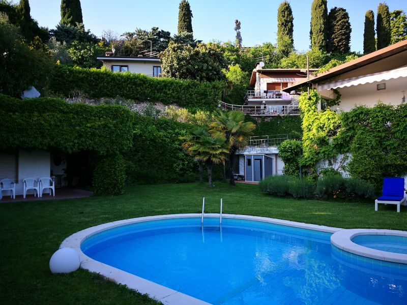 Swimming pool Location Villa 61113 Garda