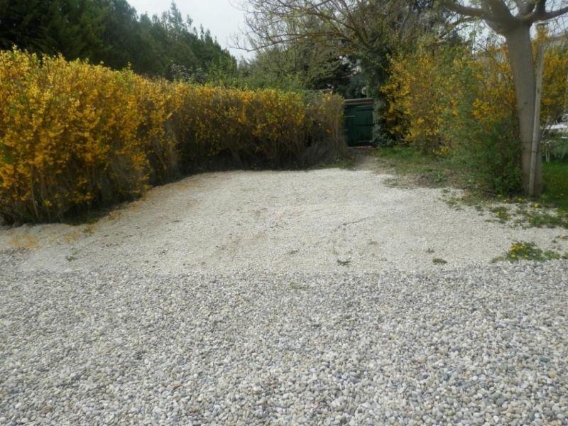 Parking Location Vacation rental 61578 Isle sur la Sorgue