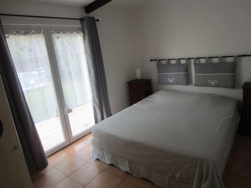 bedroom Location Vacation rental 61578 Isle sur la Sorgue