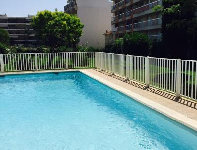 Swimming pool Location One-room apartment 62512 Juan les Pins