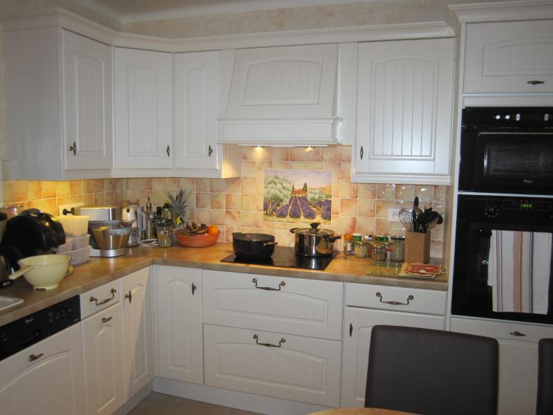 Open-plan kitchen Location Villa 62665 Saint Raphael