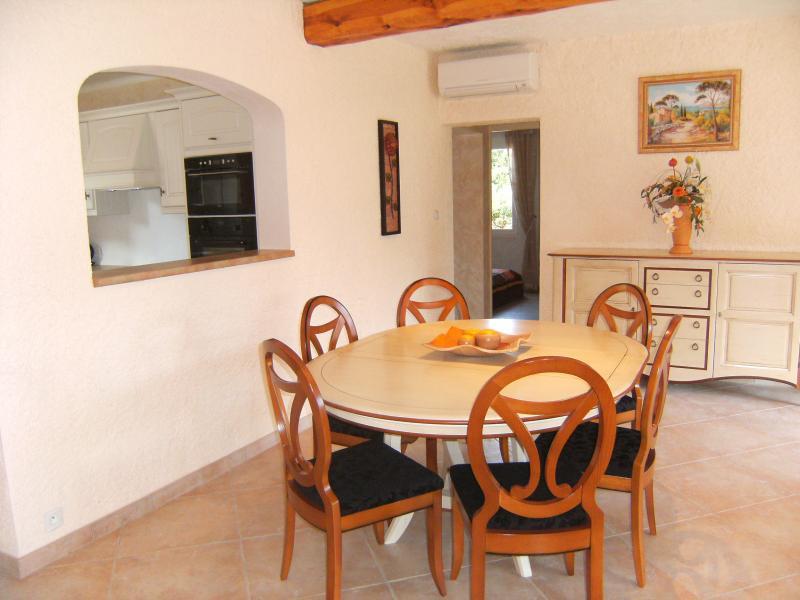 Dining room Location Villa 62665 Saint Raphael