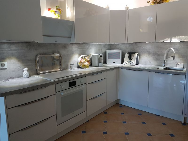 Open-plan kitchen Location Apartment 63286 Sainte Maxime