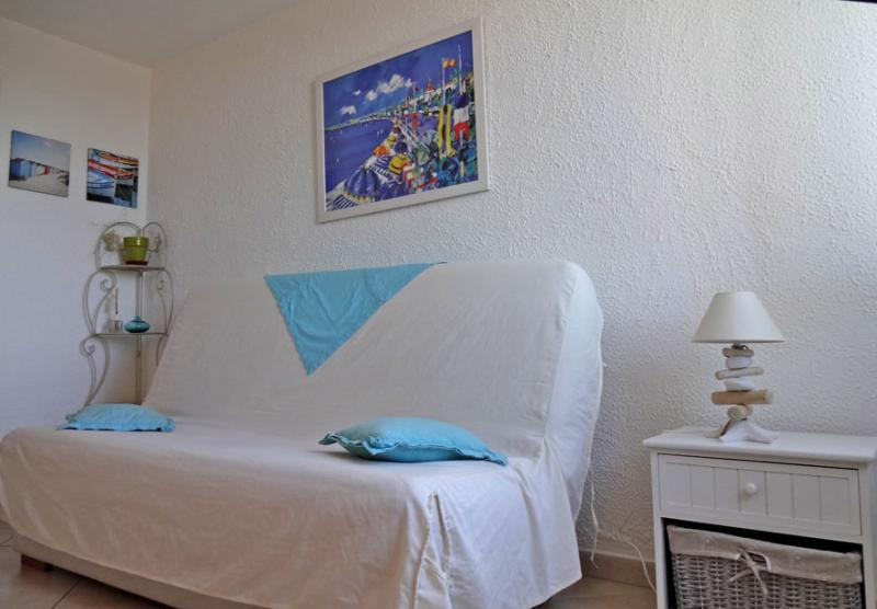 Location One-room apartment 8501 Saint Raphael