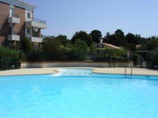 Swimming pool Location One-room apartment 9473 Pornic