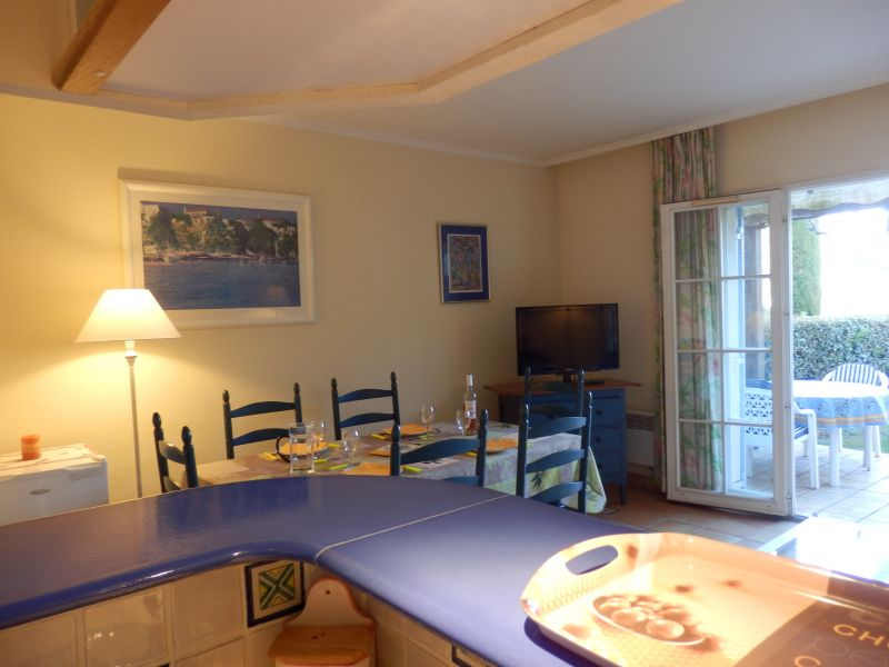 Open-plan kitchen Location Villa 110052 Agay