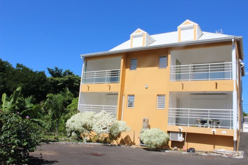 View of the property from outside Location One-room apartment 74882 Port Louis