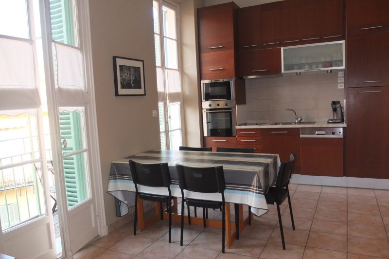 Open-plan kitchen Location Apartment 96723 Menton