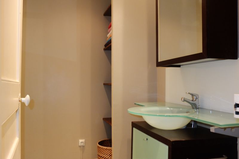 Half bath Location Apartment 96723 Menton