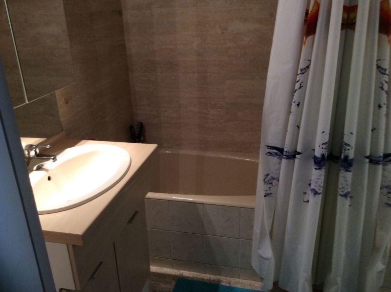 bathroom Location One-room apartment 112800 Port Camargue
