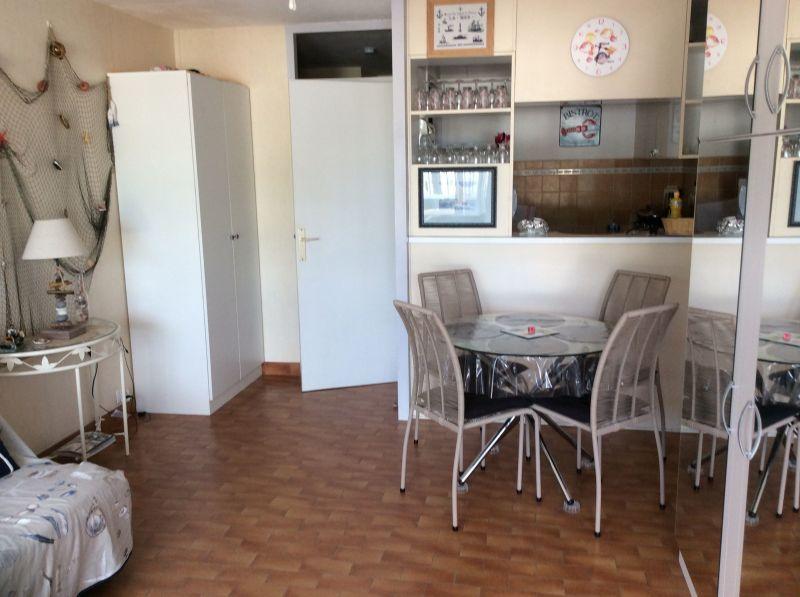 Dining room Location One-room apartment 112800 Port Camargue