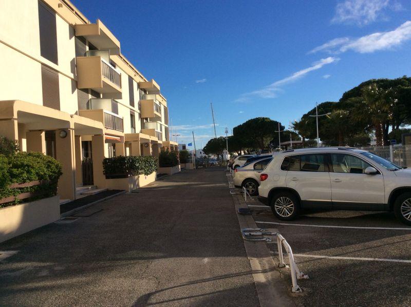 Parking Location One-room apartment 112800 Port Camargue