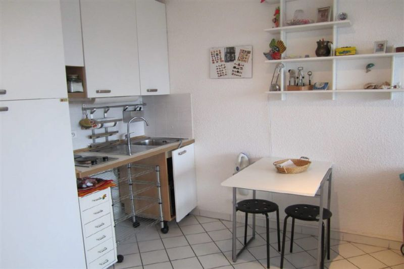 Kitchenette Location One-room apartment 92071 Menton