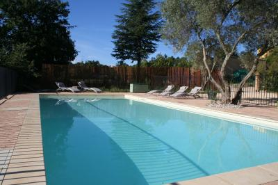 Swimming pool Location Villa 100704 Saint-Julien-de-Peyrolas