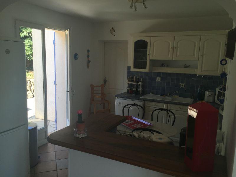 Open-plan kitchen Location Villa 103815 Les Issambres