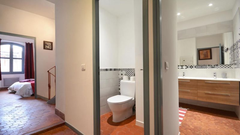 Bathroom w/toilet only Location House 116355 Arles