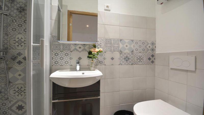 bathroom 2 Location House 116355 Arles