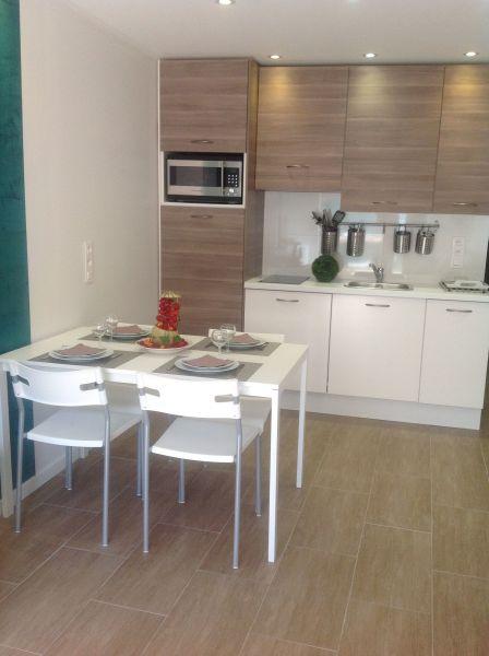 Open-plan kitchen Location Apartment 117256 Le Lavandou