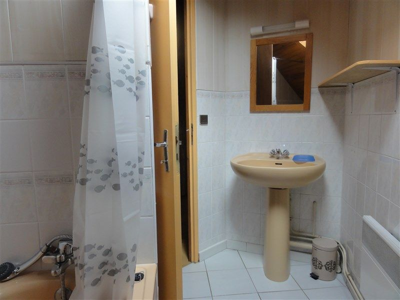 bathroom 1 Location Apartment 78239 Luz Saint Sauveur