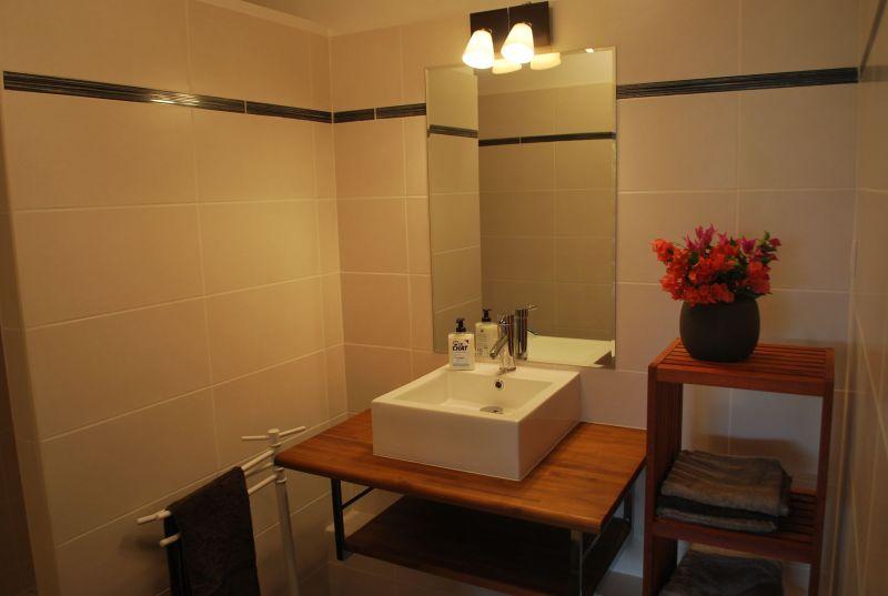 bathroom Location Apartment 90989 Saint Francois
