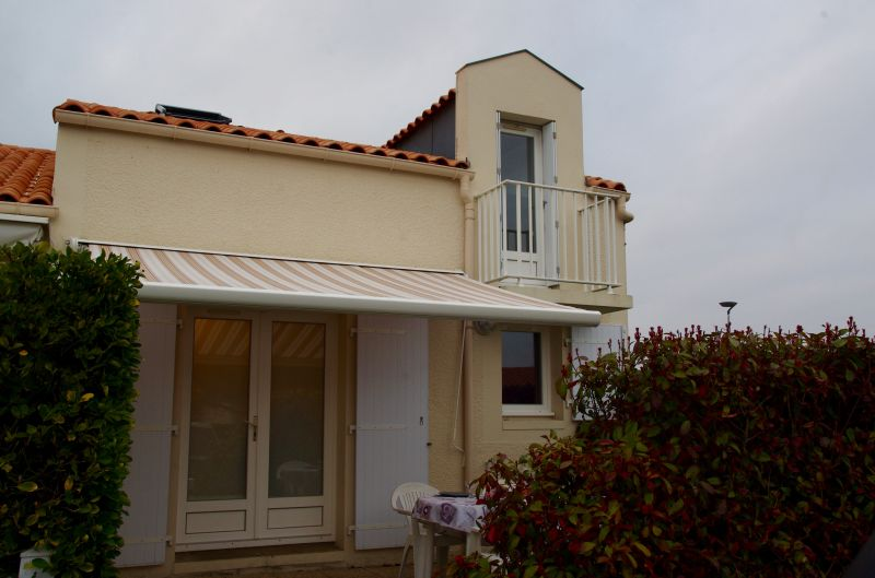View of the property from outside Location House 93952 Royan