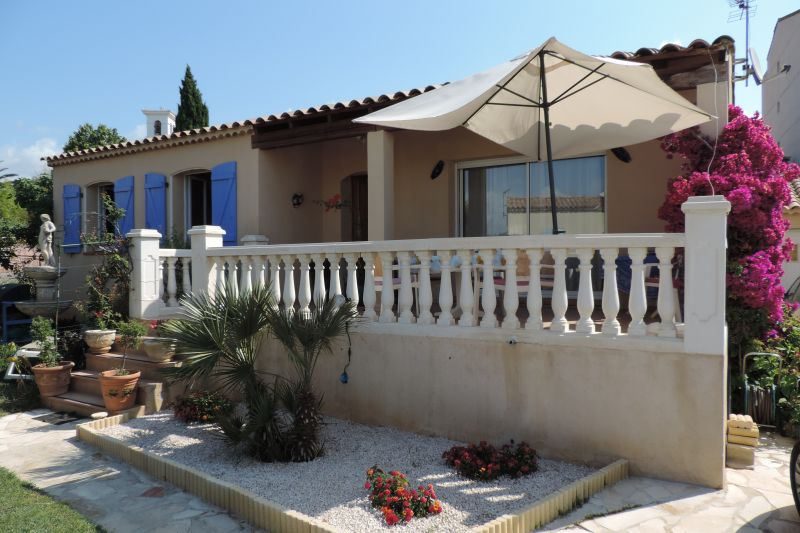 View of the property from outside Location Villa 97056 La Londe les Maures