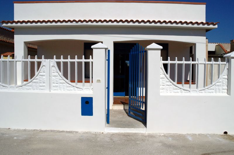 View of the property from outside Location Villa 99407 Triscina