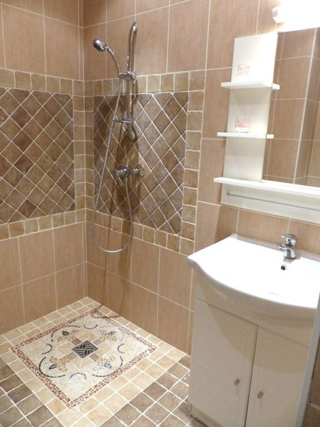 Half bath Location Apartment 101412 Nice