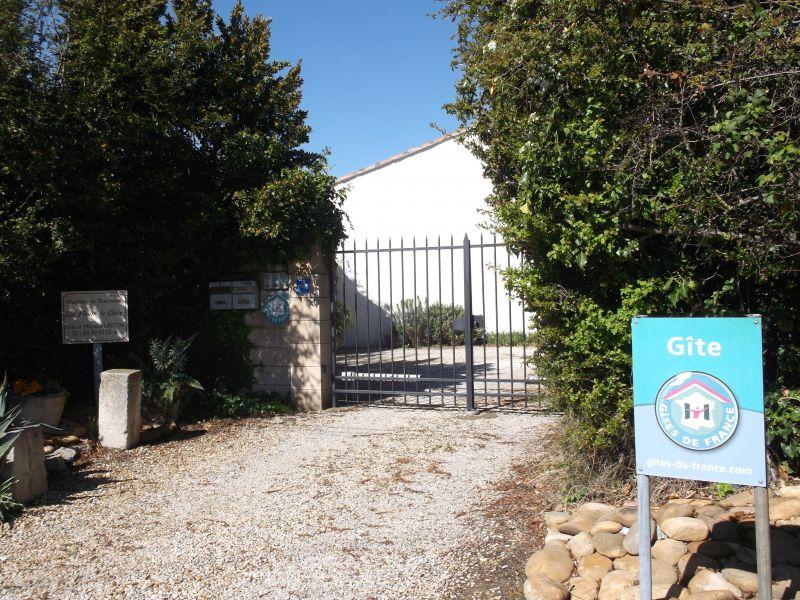 Hall Location Vacation rental 118685 Saint Rémy de Provence