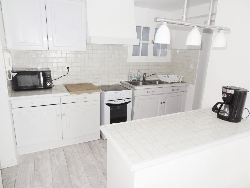 Open-plan kitchen Location Apartment 112710 Aix en Provence