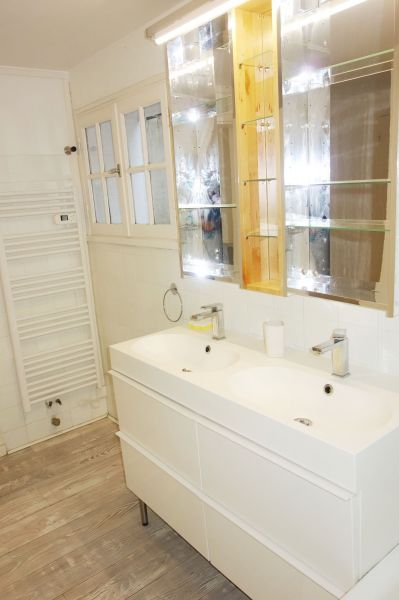 bathroom Location Apartment 112710 Aix en Provence