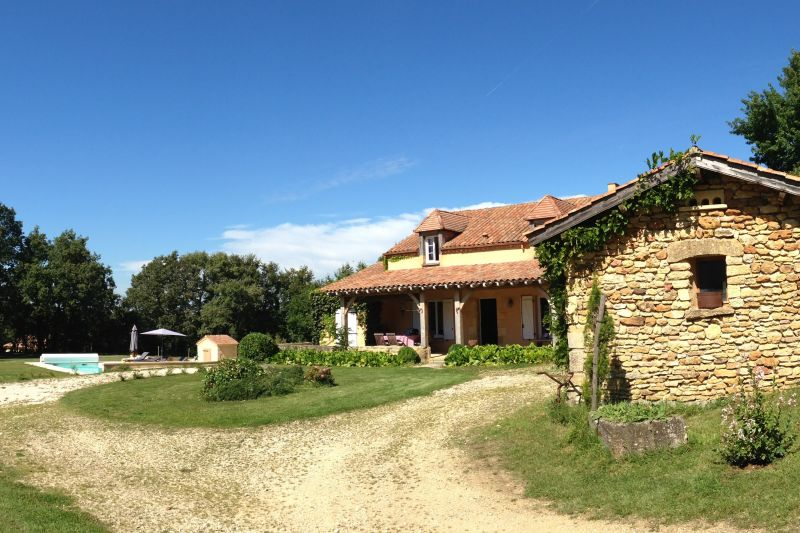 View of the property from outside Location Vacation rental 76583 Sarlat