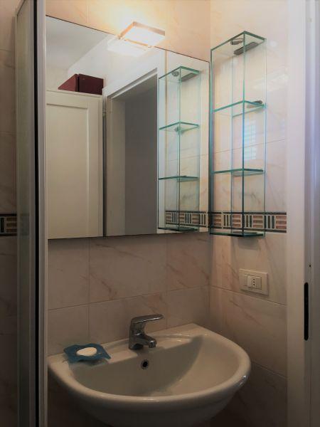 bathroom Location Apartment 109553 Gallipoli