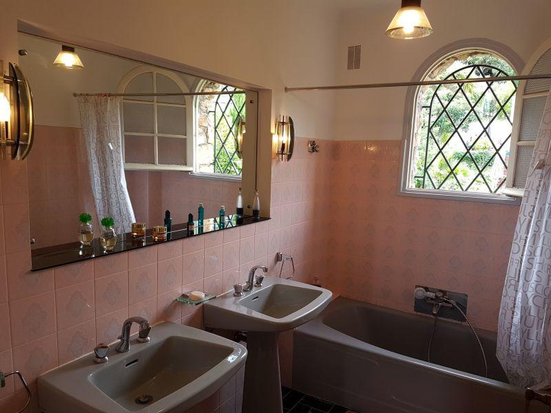 bathroom 2 Location Villa 113495 Golfe Juan
