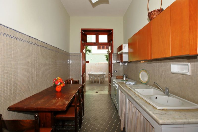Open-plan kitchen Location Villa 75699 Avola